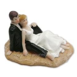 Figurine mariés assis sur le sable