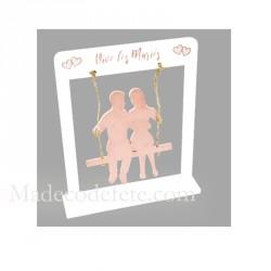 Couple mariés sur balançoire rose gold