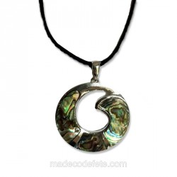 Collier pendentif nacre iriisée